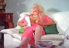 Busty Goddess taquine pendant que le perdant drainé film porono xxx est vidé