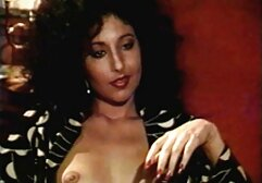 Salope brune en bottes jouets cul film porno vintage streaming sur cam