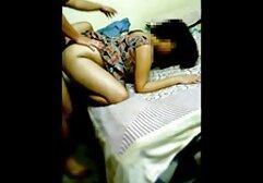 Une ado aux cheveux longs baise le film porno x sur le lit