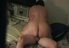 Gros seins brunette jouets les deux trous sur film x pornographique cam