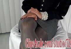 Femme film pourno xxx de ménage blonde en PVC rouge baisée durement